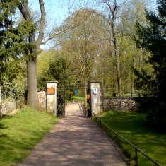 Eingangstor Schlosspark Ostrau