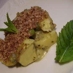 Grüner Kartoffel-Minzeauflauf mit Erbsen und einer Kruste aus Bauernkäse mit Nuss