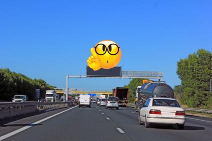 Riesen-Post-Its - gemacht, um uns zu besseren, bedachtsameren Autofahrern zu machen...
