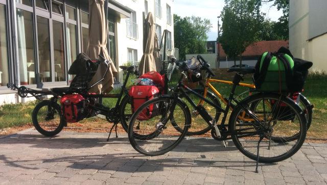 Unsere Fahrräder mit Gepäck vor dem Hotel in Bad Langensalza