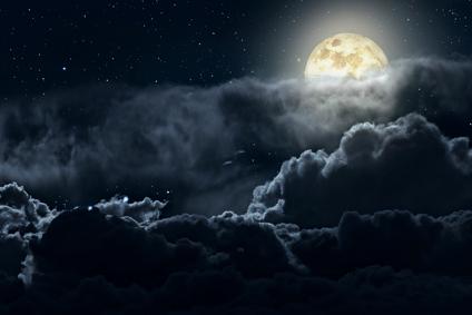 Der Mond hinter Wolken - kann ich seine Schönheit einen Moment lang ganz erfassen?